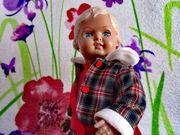 süßes kleines Puppenmädchen von Schildkröt