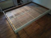 Verkaufe gut erhaltenes Bett mit