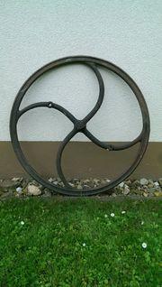 Antikes Brunnenrad Brunnenkurbel Schwungrad Schöpfrad