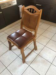 Holzstühle mit Lederpolster