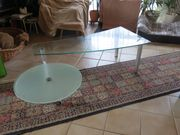 Besonderer Couch-Glastisch mit Zusatzschwenkteil