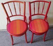 2 alte Stühle Holz gut