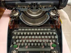 Alte mechanische Schreibmaschine Olympia Monica RETRO 60er Jahre Sammlerstück