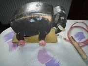 Antiker Holzelefant auf Rädern ca