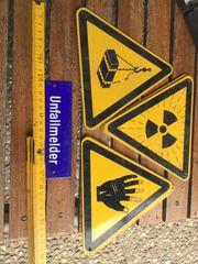 Einige alte Schilder