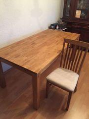 Tisch und 8 Stühle