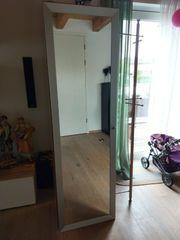 schöne Garderobe und Sideboard