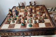 Schachbrett mit bemalten Zinkfiguren Römer