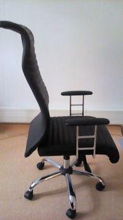 2 neuwertige und stabile Schreibtischsets