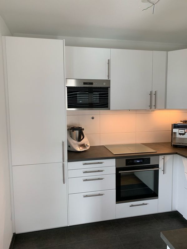 Einbauküche U-Form von IKEA inklusive diversen Elektrogeräte ...