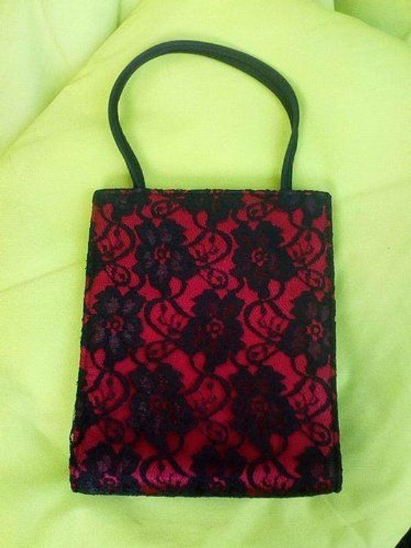 Edle Handtasche schwarz-rot mit Spitze