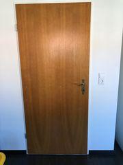 mehrere Holztüren zu verkaufen