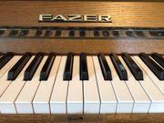 Klavier der Marke Fazer