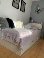 Bett und Kasten in weiss