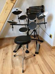 Neuwertiges elektronisches Schlagzeug Roland TD