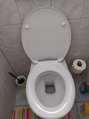 Toilettensitz mit Absenkautomatik und Montagematerial
