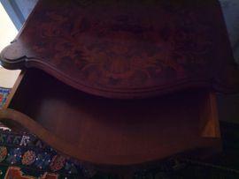 Kommode mit Intarsien Stilmöbel: Kleinanzeigen aus Nürnberg Höfen - Rubrik Sonstige Möbel antiquarisch