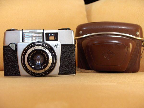 alte Kameras und Filmzubehör