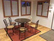 Thonet Tisch und Stühle