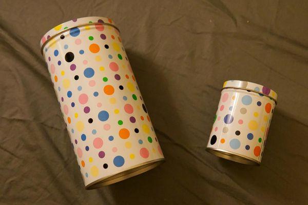 2 Dosen aus Blech IKEA NIDELVA weiß bunt gepunktet 16x9 & 8x6 cm