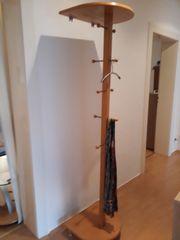 Schöne Buchenholz-Garderobe zierlich und stabil