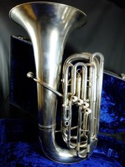 B-Tuba mit 4 Ventilen von