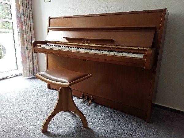 Yamaha Klavier 105 Nuss Bj