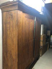 Holzschrank zur Restaurierung