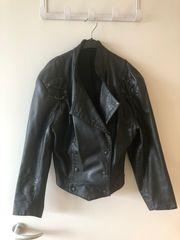 Stylische 80er Jahre Lederjacke schwarz
