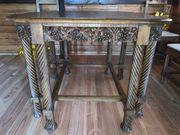 alter Holztisch mit 4 Stühlen