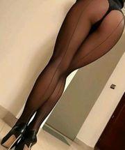 Transe mit schönen Beinen verwöhnt