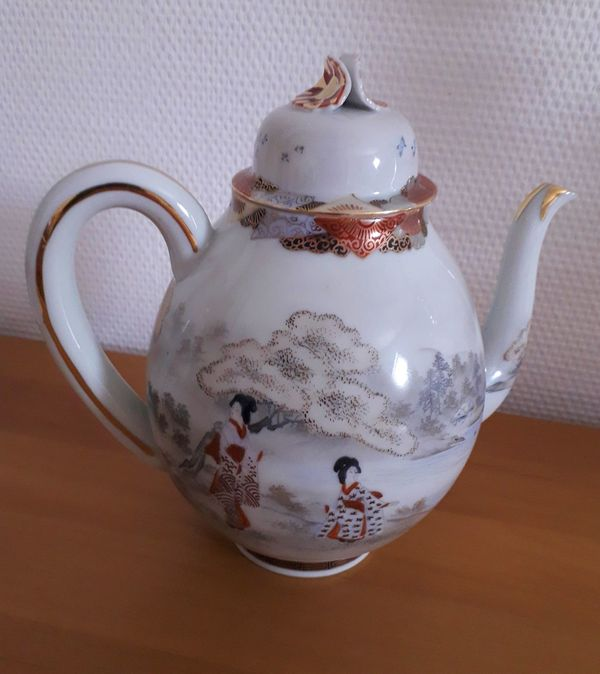 Japan Teekanne Tee Kanne Porzellan