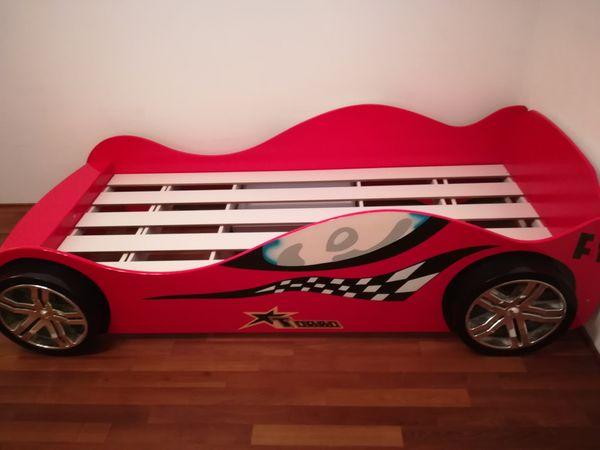 Kinderbett Cars mit viel Zubehör