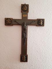 Kreuz und Madonna Holz