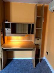 Schreibtisch und Regal für Kinderzimmer
