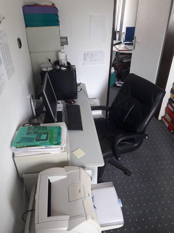 Privatzimmer mit Pc Monitor und