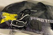 Snowboard komlpettset Helm Schuhe Handschuhe