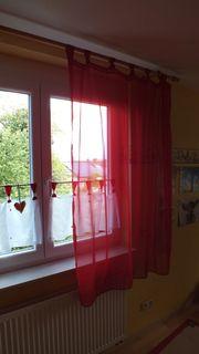 Vorhang in rot mit weißer