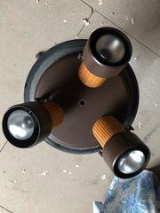 Deckenlampe mit drei Strahler