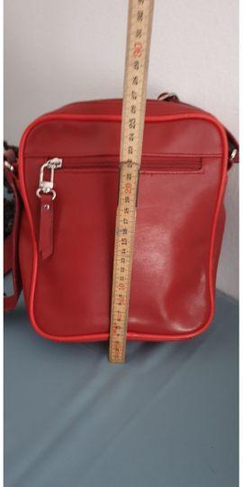 UMHÄNGETASCHE: Kleinanzeigen aus Götzis - Rubrik Taschen, Koffer, Accessoires