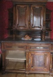 antikes Buffet mit Marmorplatte