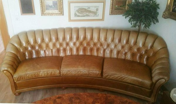 Geschwungene Design Chesterfield Leder Garnitur