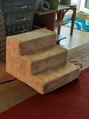 Sehr süße Hunde Treppe Neu