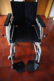 Rollstuhl faltbar mit Leichtrollstuhl Fusstützen