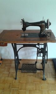 Schöne alte antike Phönix Nähmaschine