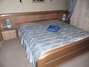 Großes Doppelbett im guten Zustand -