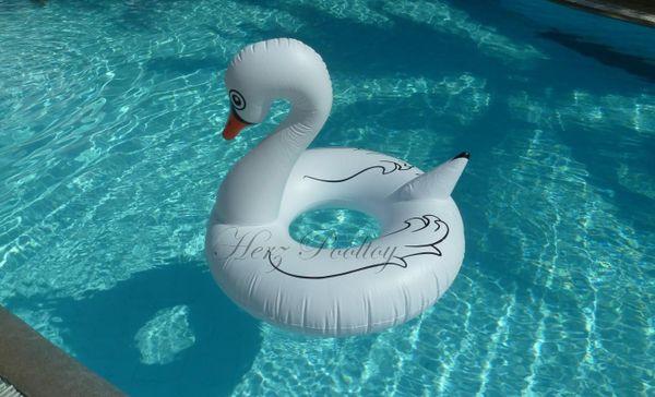 Großer aufblasbarer Schwimmring Schwan Style