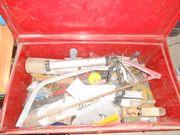Metall Kiste mit Werkzeug - für Hausbau