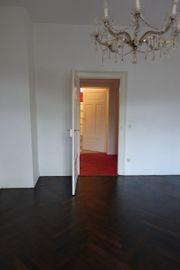 Stilvolle 4-Zimmer-Altbau-Wohnung mit Balkon in
