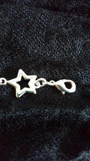 Versilberte Armkette mit Sterne